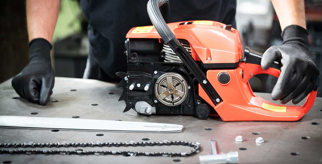 Chainsaw motor and chain and bar
